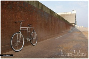 необычный угловатый велосипед