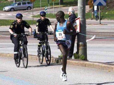 Если увидите воровато оглядывающегося человека, который к тому же воровато выглядит, знайте – он может оказаться велосипедным вором!