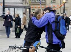 Встреча влюбленных велосипедистов