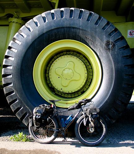 Пусть у велосипеда колесо поменьше но проедет он там где застрянет любой грузовик