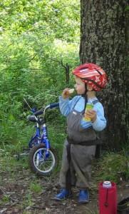 Малыш и велосипед