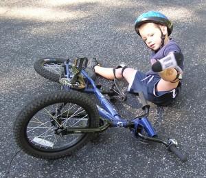 падение ребенка с велосипеда