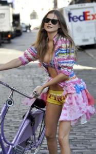 вело секс или девушка на велосипеде