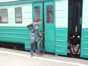 Вело турист и электричка