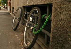 Осталось велосипедное колесо
