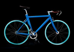 Голубой сексуальный велосипед