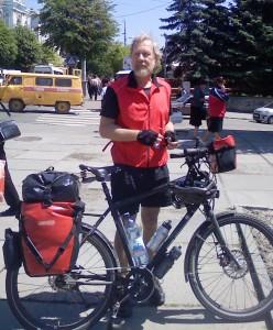 Почтенный вело турист из Швейцарии