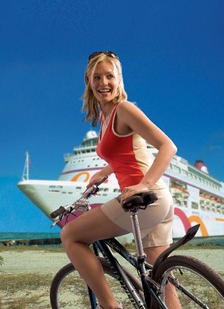 Красивая девушка на велосипеде bike-girl
