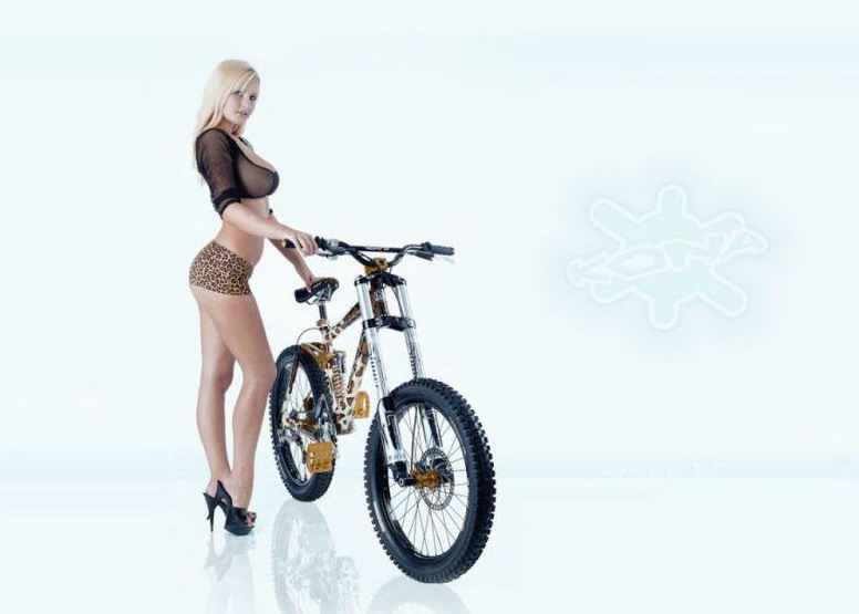 Девушка и велосипед bike kona girl