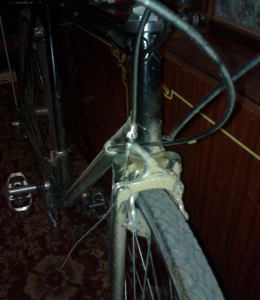 велосипед после ночного шоссе