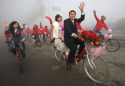 Китайская свадьба на велосипедах