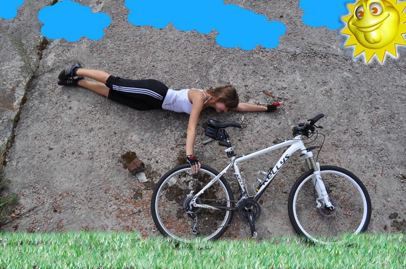 Девушка трюки не велосипеде