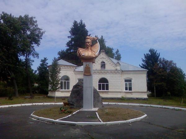 Памятник Дорошенку