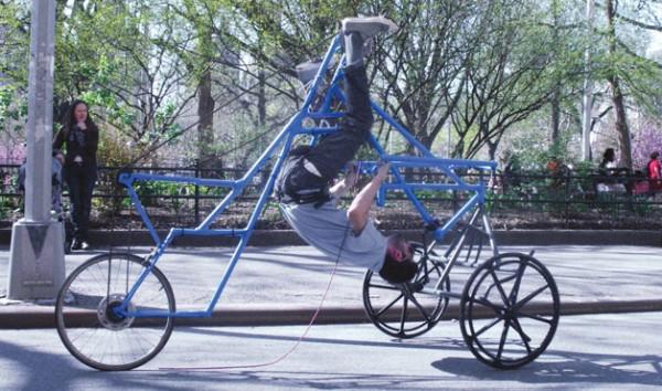 На велосипеде головой вниз