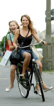 девушки на велосипеде 2 girls bike