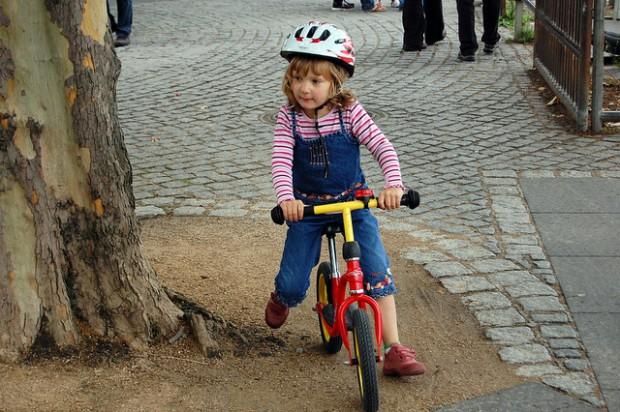 Ребенок велосипедист bike baby