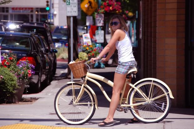 Девушка на велосипеде bike girl