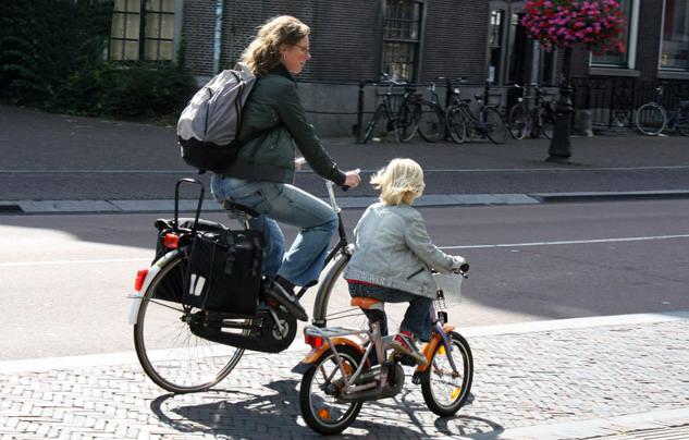 Голландские мамы на велосипедах