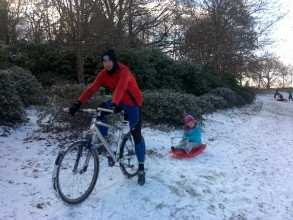 На велосипеде зимой с ребенком