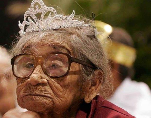 смешные поздравления с 8 марта — королева бабушка