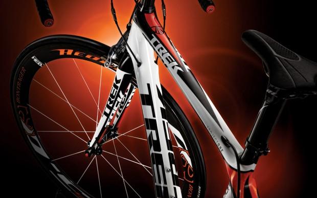 Обои – красный шоссейный велосипед TREK