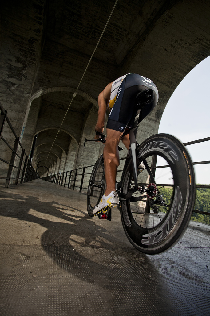 Велосипед Scott Plasma Premium в движении сзади