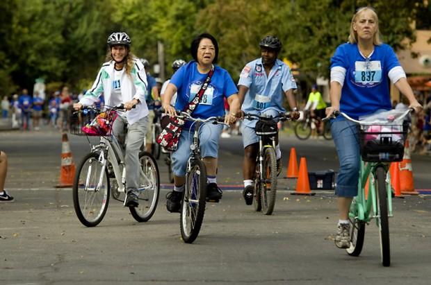 Общее количество велосипедистов  1200