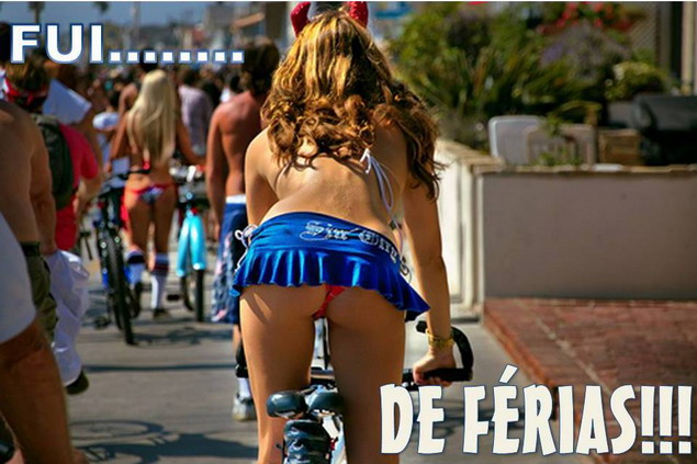 девушка на велосипеде голая