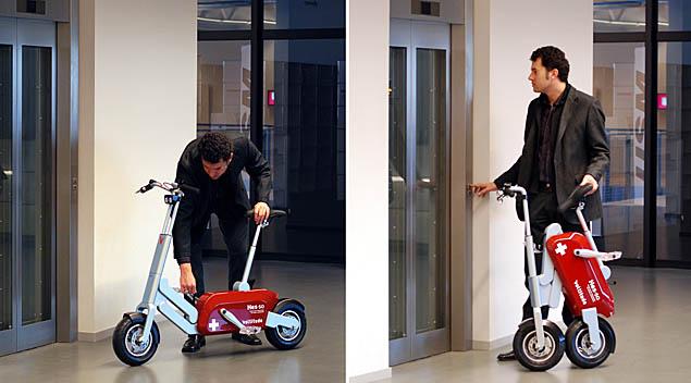 Складной велосипед в виде швейцарского ножа Voltitude - возле лифта
