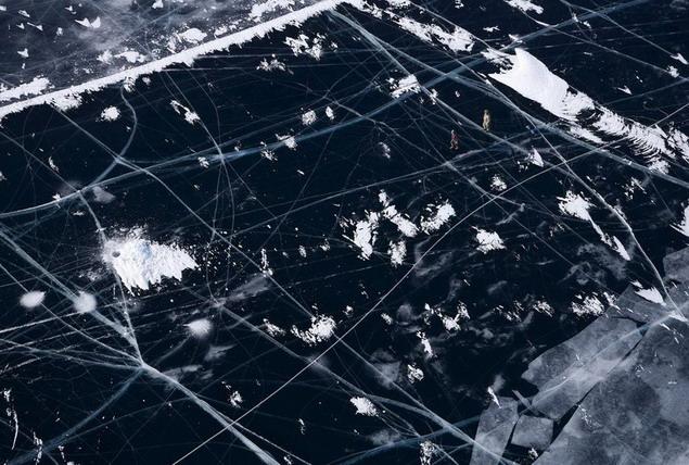 Озеро Байкал. Рыбаки на льду