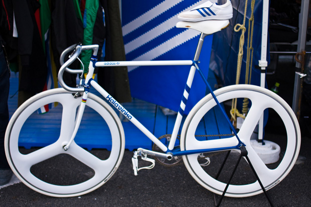 Велосипед 2011 года kalavinka adidas.