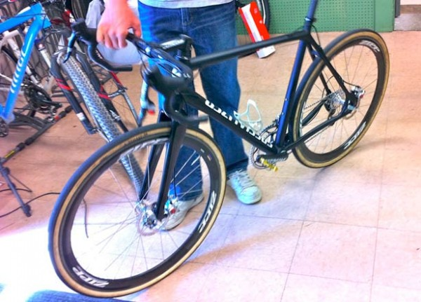 шоссейный велосипед с дисковыми тормозами – Specialized Crux Disc Brake Bike