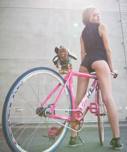 Велосипед fixed gear Visp TRX 790 и девушка Ally baby