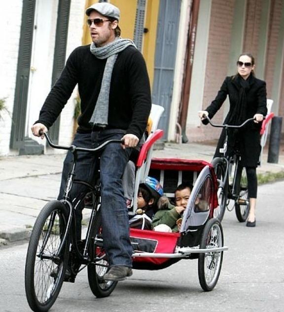Звезды кино на своих велосипедах