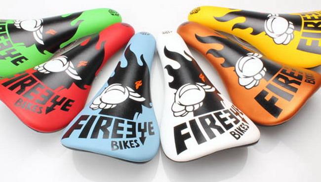 Цветные седла для велосипеда