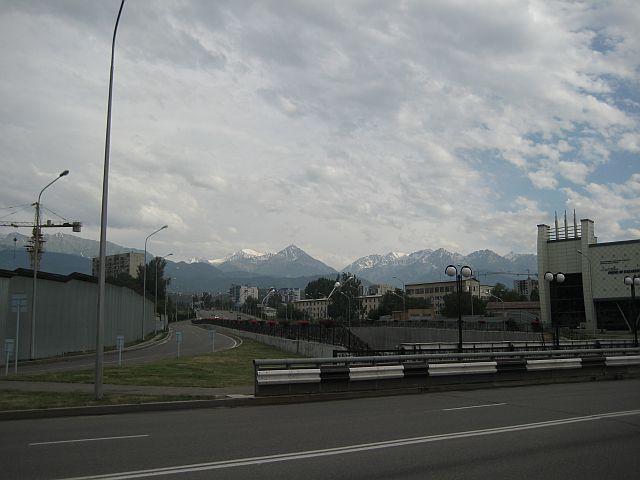 окрестности Алма-Аты вид из города на горы