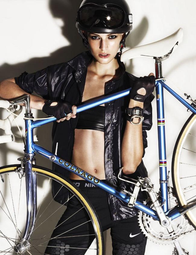Красивая Девушка и велосипед Colnago