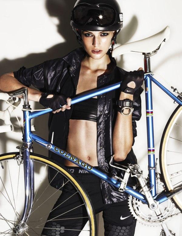 девушка Vanessa на велосипеде Colnago