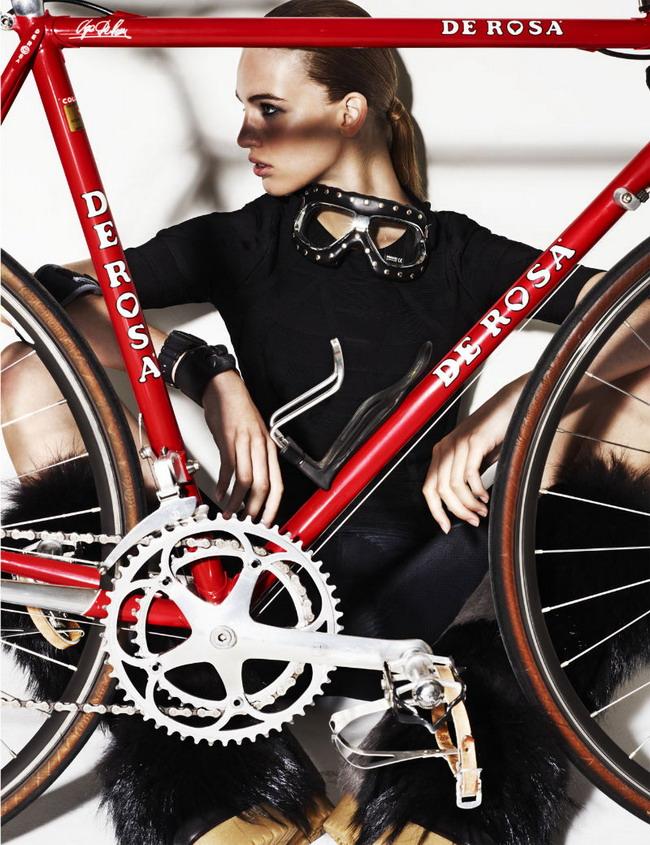 Красивая Девушка Ванесса и велосипед Colnago