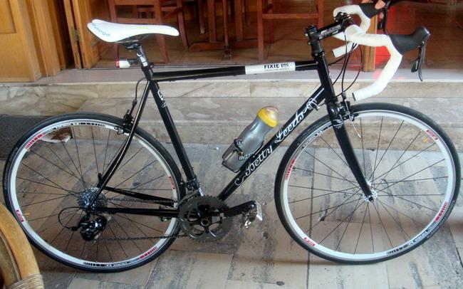 крассивый шоссейный велосипед