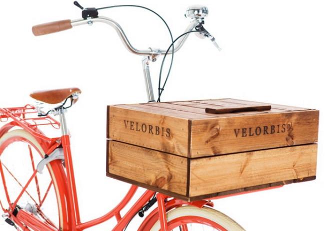 велосипедный багажник в виде закрытого ящика с крышкой и замком