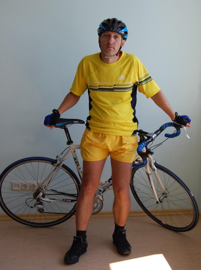 велошлем Kelly's Roket и велосипед Kelly's ARC 2.9 на алькатрионе