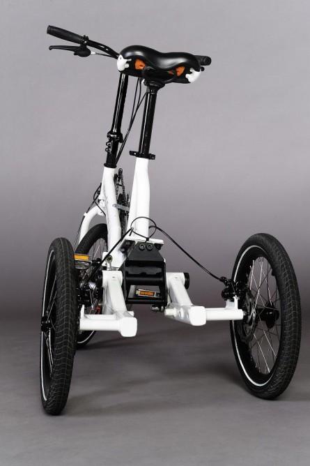 Трехколесный велосипед Swingtrike вид сзади