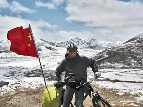 Зенг Шенг на велосипеде