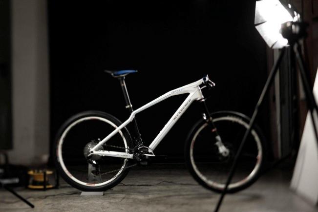 Вид сбоку велосипеда Mondraker Podium