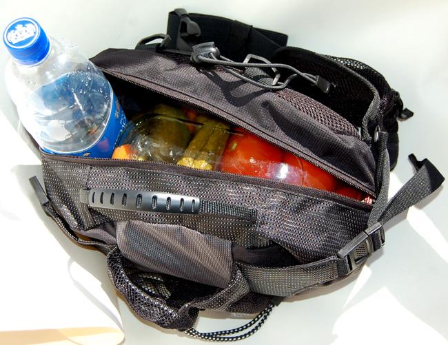 трехлитровая банка помидор в велосипедной сумочке