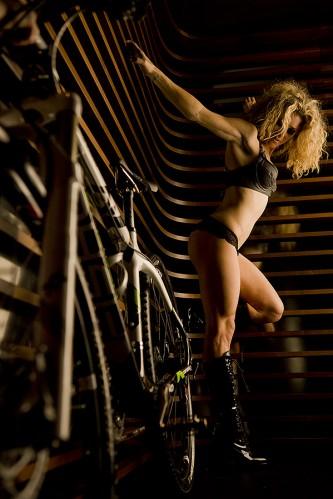 Велосипедный календарь голые девушки