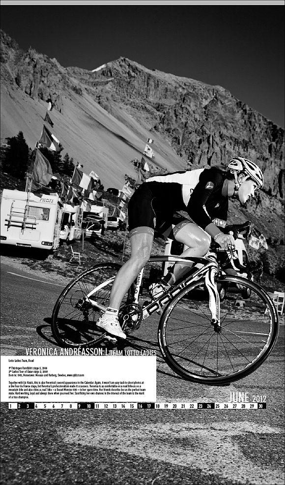 Велосипедный календарь – девушки и велосипед