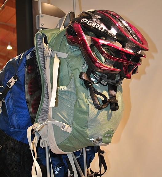 Велосипедный рюкзак Osprey и велосипедный шлем