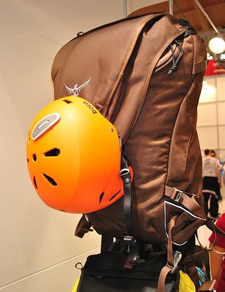 Велосипедный рюкзак и велосипедный шлем